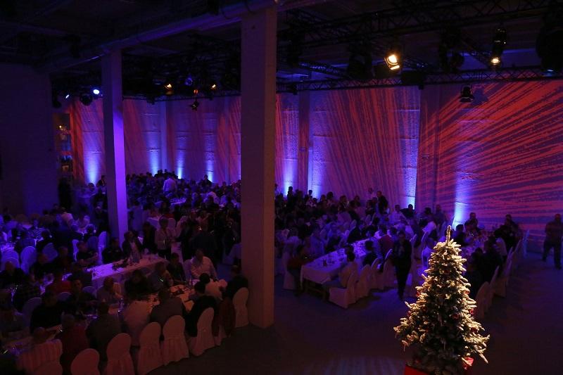 Dinnerbestuhlung-Conference-Hall-Blick-von-der-Empore